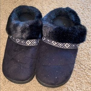 Black fuzzy slippers ! Women's size 7.5 - 8